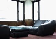 少しでもリラックスして頂くために、おしゃれで綺麗な待機室をご用意しております♪