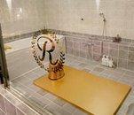 グランドオープンに伴い、水栓やシャワーヘッドは全てピカピカの新品を設置。専門の業者が清掃に入っているので、お部屋は常に明るく清潔な状態を保っています。