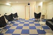 ★待機場所★広い空間・化粧台・個人用スペース有り・大きなソファーと快適に過ごしていただける空間です♪