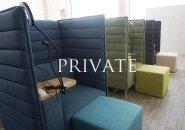 待機室は他の在籍キャストの目が気にならない完全プライベート空間♪椅子には電源、ライト、内線を設置しています。オットマン付きで足も伸ばせますよ☆