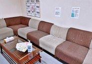 広々待機室パート2!こちらはソファーなので寝転んだりゆったり快適にお過ごしください♪