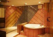 お客様がリピートされた際にも新鮮さを毎回感じていただけるよう、全部屋デザインが違う個室を用意!どの部屋もコンパニオンを引き立てます♪